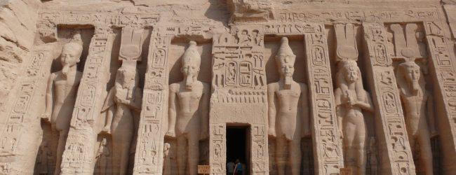 Abu_Simbel_Small_temple_2